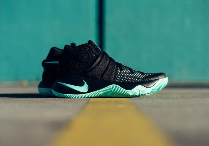 AUTHENTIC NIKE KYRIE 2 GREEN GLOW